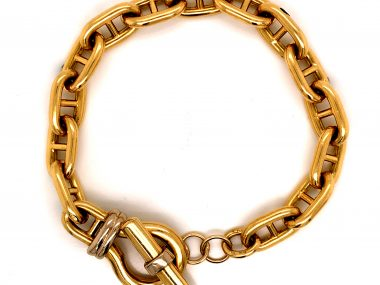 Wide Link Toggle Bracelet in 18k Yellow Gold